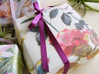 Gift Wrapping Service - Elegant Roses